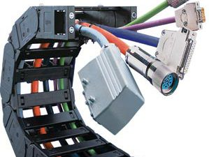 igus offers a space-saving solution for vertically suspended cable management