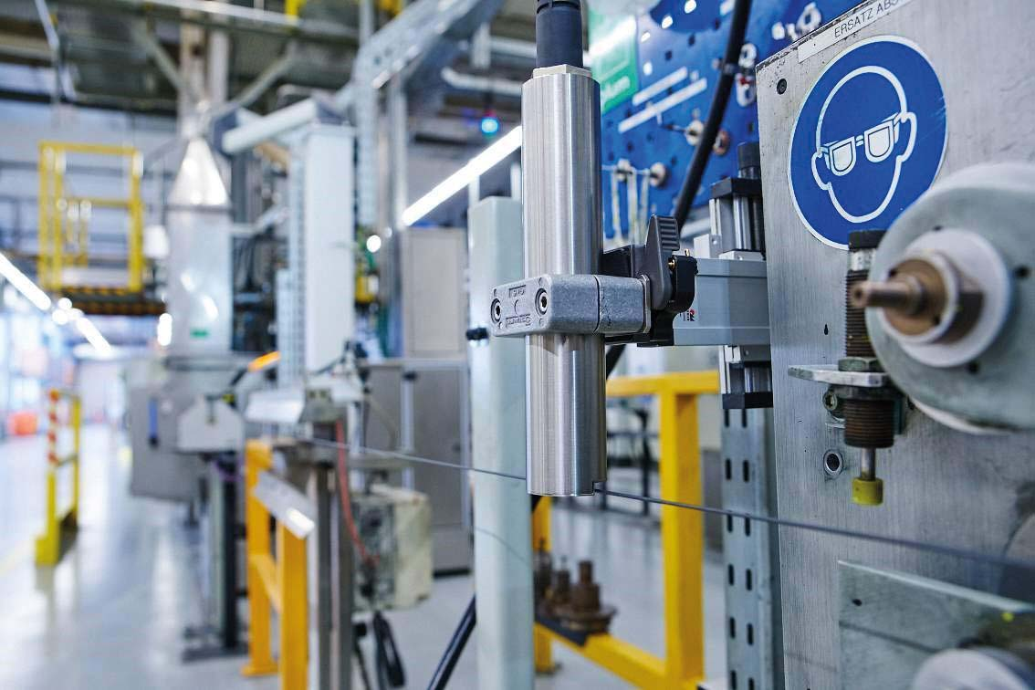 Imprinting Cables And Wiring As Fast A Hunting Lion Wire Tech World Machinery